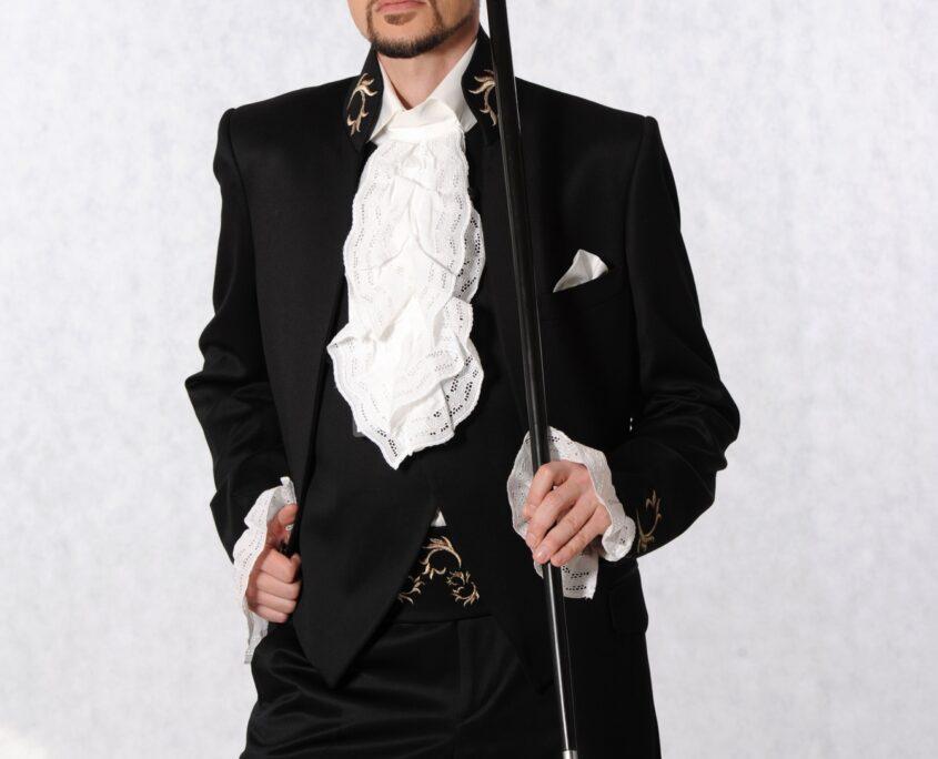 Svatební oblek, Pánský model, modelingová fotografie, módní fotografie, profesionální fotograf