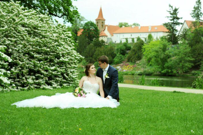 Svatební foto novomanželé Průhonice svatební fotograf