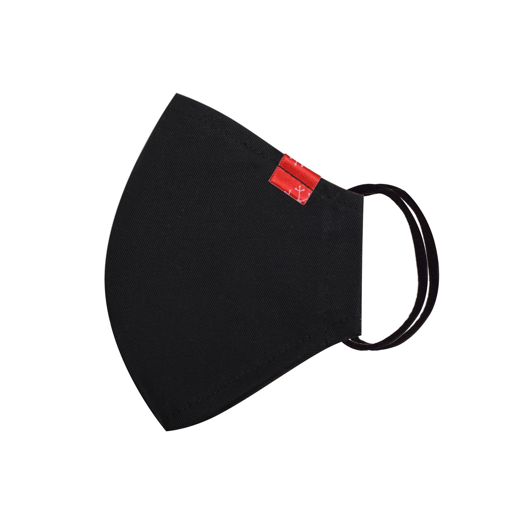 Módní bavlněné ústní roušky tvarované černé s červenou nášivkou, třívrstvé s filtrem a s gumičkami pánské