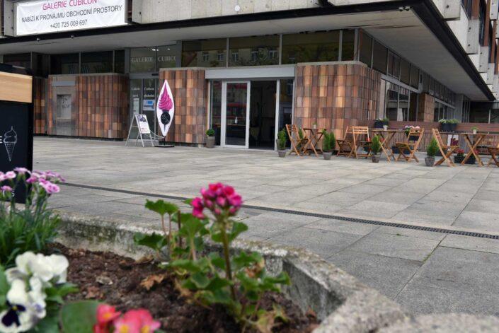 Galerie Cubicon FAST SHOTS, s.r.o. Partner a poradenské centrum Cewe fotolab Praha 9